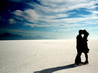 обои Влюблённые в белой пустыне фото