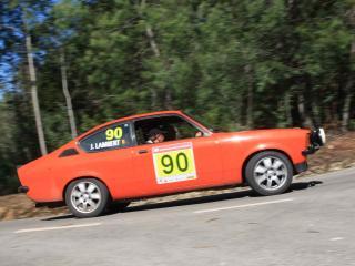 обои Машина №90 в лесном подъеме фото