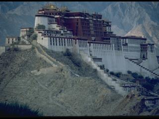 обои Азиатский замок на вершине горы фото
