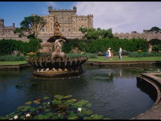 обои Скульптуры в центре фонтана фото