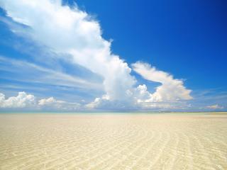обои Прозрачное море и теплый песок фото