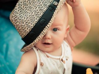 обои Малыш в шляпе фото