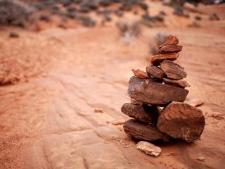 обои Фен-шуй - Пирамидка из камней фото