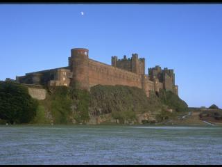 обои Замковый комплекс спускается к самому морю фото
