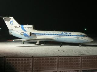 обои ЯК-42 в зимней ночи фото
