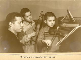 обои Горловка Дон. обл музыкальная школа фото