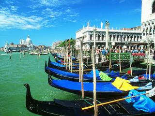 обои Лодки на канале в Венеции фото