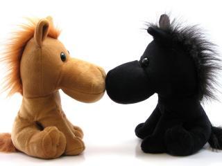 обои Две лошадки темная,   светлая фото