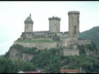 обои Каменная крепость на вершине горы фото