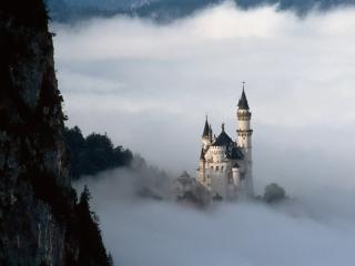 обои Замок Нойшванштайн в облаках фото