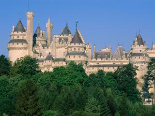 обои Замок Пьерфон во Франции фото