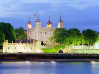 обои Лондонский Тауэр на берегу Темзы фото