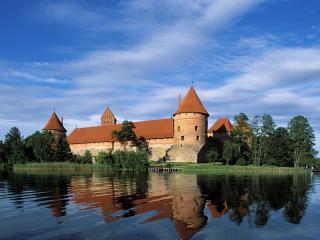 обои Тракайский замок на озере Гальве в Литве фото