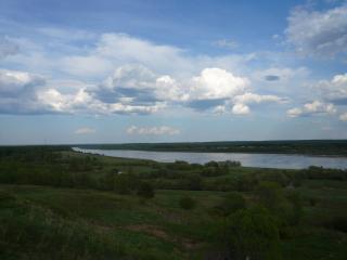 обои Облака над речкой фото