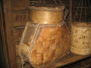обои Старинная деревянная утварь фото