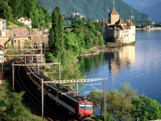 обои Поезд возле Шильонского замка в Швейцарии фото