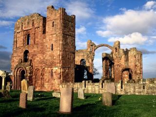 обои Развалины Линдисфарнского замка в Англии фото