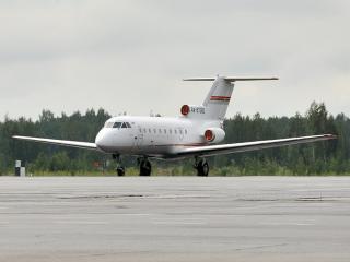 обои Самолет ожидает вылета в рейс фото