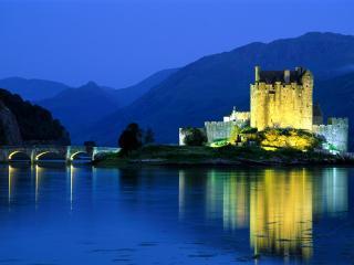 обои Замок освещен на закате фото