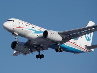 обои Самолет Ту-204 в голубом небе фото