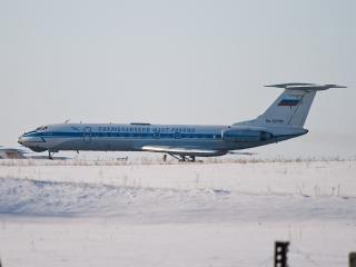 обои Ту-134 среди бескрайней снежной степи фото