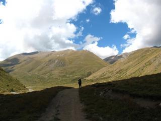 обои Бесконечная дорога в горах фото