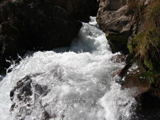 обои Прыжок в водопад фото