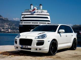 обои ENCO Porsche Cayenne 550 GT Biturbo у корабля фото