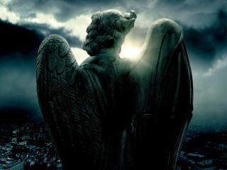 обои Каменный ангел над городом фото