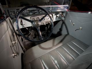 обои Auburn Twelve Convertible Sedan водительское место фото