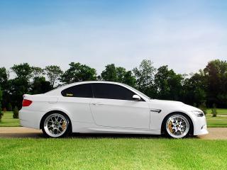 обои IND BMW M3 Coupe (E92) 2011 белый бок фото