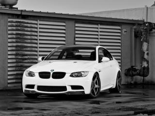 обои Active Autowerke BMW M3 Coupe (E92) забор фото