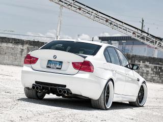 обои Active Autowerke BMW M3 Sedan (E90) 2010 белый зад фото