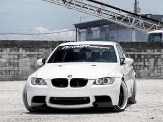 обои Active Autowerke BMW M3 Sedan (E90) 2010 у забора фото