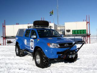 обои Arctic Trucks Toyota Hilux Invincible AT38 2009 база фото