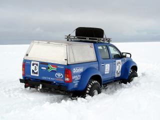 обои Arctic Trucks Toyota Hilux Invincible AT38 2009 в снегах фото