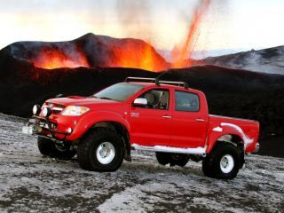 обои Arctic Trucks Toyota Hilux Invincible AT38 вулкан фото