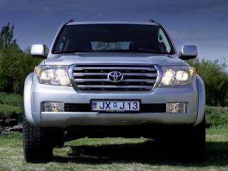 обои Arctic Trucks Toyota Land Cruiser 200 серебренный фото