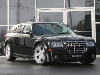 обои Startech Chrysler 300C Touring у дверей фото
