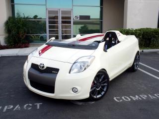обои Five Axis Toyota Yaris Club Concept боком фото