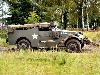 обои White M3A1 Scout Car сбоку фото
