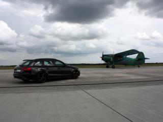 обои AVUS Performance Audi A4 Avant Black Arrow черный и самолет фото