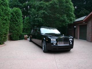 обои Genaddi Design Rolls Royce Phantom у дома фото