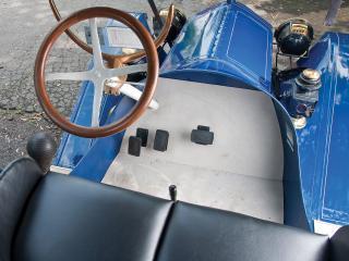 обои Metz Model 22 Roadster руль фото