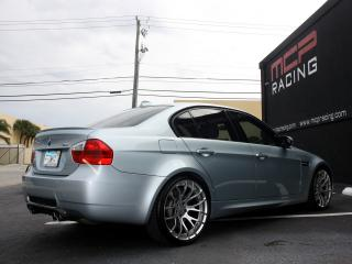 обои MCP Racing BMW M3 Sedan (E90) боком фото