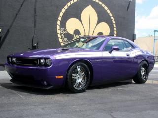 обои MCP Racing Dodge Challenger R-T фиолетовая фото