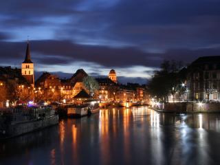 обои Старенькая Европа в ночи фото