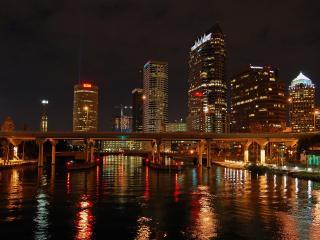 обои Ночной город Азии на реке фото