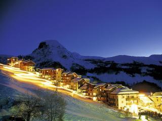 обои Альпийский спуск в ночи фото