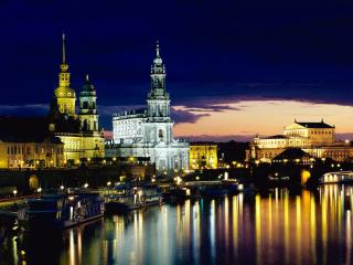 обои Ночь город архитектура у реки фото